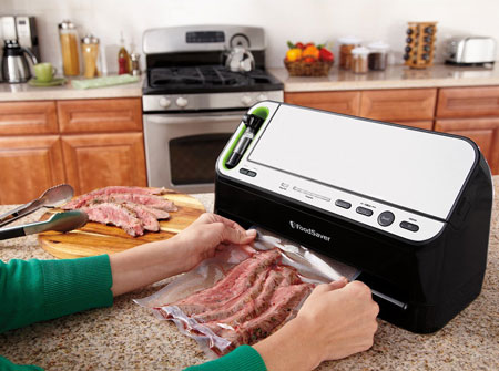 3. FoodSaver V4440 2-in-1 Automatic Vacuum Sealing System