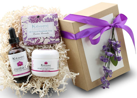 8. LAVENDER & ROSE ORGANIC BATH & BODY GIFT SET